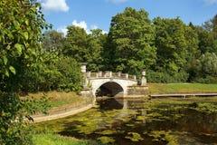 Visconti桥梁在Pavlovsk公园,圣彼得堡,俄罗斯 免版税库存照片
