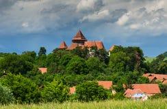Viscri村庄和被加强的教会,特兰西瓦尼亚,罗马尼亚 免版税库存照片