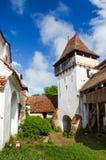 给Viscri装门塔加强了教会,特兰西瓦尼亚,罗马尼亚 免版税库存图片