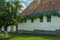 Viscri-Dorf und Wehrkirche von Viscri, Siebenbürgen, ROM Lizenzfreies Stockfoto