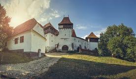 Viscri a enrichi l'église, Roumanie Photo stock