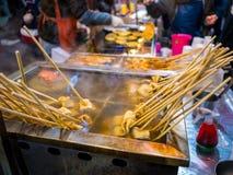 Viscroquetje Traditioneel Koreaans voedsel in lokale markt, straatvoedsel beroemdst in Zuid-Korea royalty-vrije stock foto's