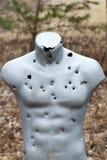 Vise praticar com a arma na escala de tiro Alvo para disparar outdoor Foto de Stock