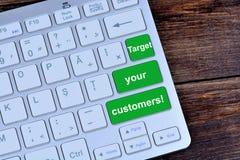 Vise seus clientes em botões do teclado Fotos de Stock