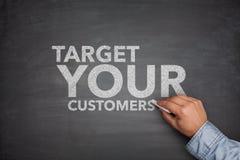 Vise seus clientes no quadro-negro fotografia de stock royalty free
