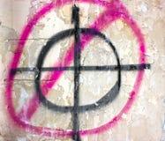 Visez le cercle sur un vieux mur, comme Images libres de droits