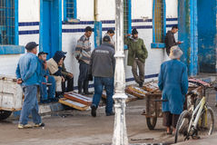 Vishandelaren in Essaouira, Marokko stock afbeeldingen