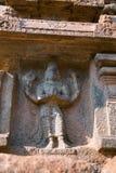 Vishnu, бог протектора, четвертая ниша на основании Агры-mandapa, виска Airavatesvara, Darasuram, Tamil Nadu стоковые изображения rf