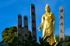Vishnu-Bild in einem Kirchhof in Tokyo Stockfotos