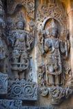 Vishnu mit Skulptur Adishesha und Shiva Hoysalesvara-Tempel, Halebid Stockfoto