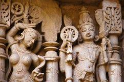 Vishnu Sculpture, Binnenmuur van Ranien ki vav, ingewikkeld geconstrueerd stepwell op de banken van Saraswati-Rivier Patan, Gujar stock afbeeldingen