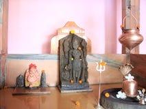 Vishnu y Shiva Linga en un templo indio Foto de archivo