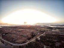 Visión aérea en la puesta del sol en Noruega imágenes de archivo libres de regalías