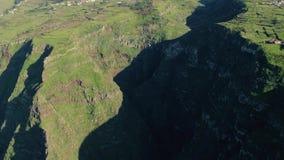 Visión aérea alto Cliff Coastline imperecedero almacen de video