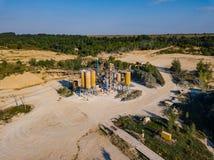 Visión aérea desde el abejón al hoyo de arena, día soleado Imagenes de archivo