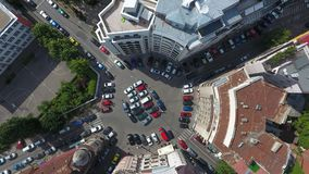 Visión aérea desde el abejón sobre un cruce giratorio, en Bucarest imagen de archivo