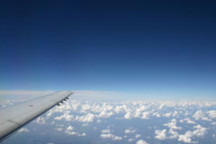 Visión aérea desde el ala de un plano Imágenes de archivo libres de regalías