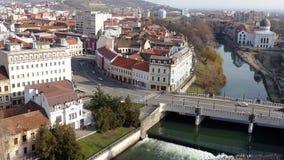 Visión aérea desde la torre del ayuntamiento sobre centro de ciudad de Oradea almacen de video