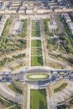 Visión aérea desde la torre Eiffel en Champ de Mars - París. Imagen de archivo libre de regalías