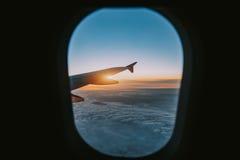 Visión aérea desde la ventana del avión de aire imágenes de archivo libres de regalías