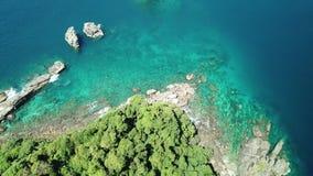 Visión aérea desde un abejón de la isla hermosa de Nyaung Oo Phee en s almacen de video
