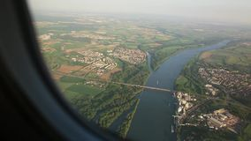 Visión aérea desde un plano metrajes