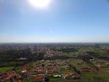 Visión aérea en la ciudad de Sertaozinho, Sao Paulo, el Brasil fotos de archivo