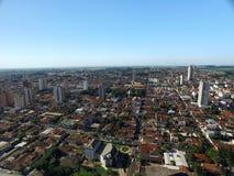 Visión aérea en la ciudad de Sertaozinho, Sao Paulo, el Brasil imágenes de archivo libres de regalías