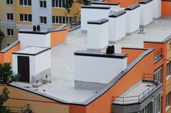 Visión aérea en los edificios de oficinas modernos de los tejados Foto de archivo libre de regalías