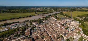 Visión aérea, Francia, el castillo del renacimiento, Cadillac en Gironda imagenes de archivo