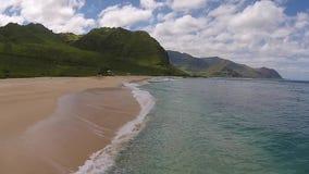 Visión aérea: Playa de Hawaii almacen de metraje de vídeo