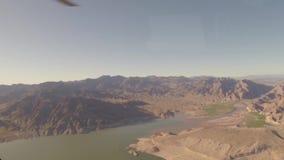 Visión aérea que vuela sobre Grand Canyon almacen de metraje de vídeo