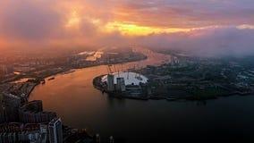 Visión aérea sobre arena del O2 de Londres por el río Támesis Imágenes de archivo libres de regalías