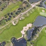 Visión aérea sobre campo del golf en Polonia Adultos jovenes Fotografía de archivo libre de regalías