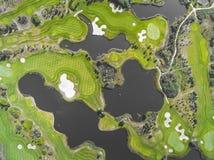 Visión aérea sobre campo del golf en Polonia Adultos jovenes Fotos de archivo