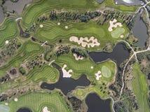 Visión aérea sobre campo del golf en Polonia Adultos jovenes Imagen de archivo libre de regalías