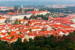 Visión aérea sobre el castillo de Praga en Praga, República Checa Foto de archivo libre de regalías