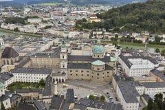 Visión aérea sobre el centro de ciudad de Salzburg, Austria Imagen de archivo libre de regalías