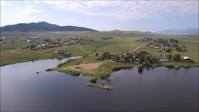 Visión aérea sobre el depósito de Deweese, Colorado almacen de video