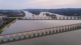 Visión aérea sobre el río Susquehanna en Harrisburg Pennsylvania almacen de video