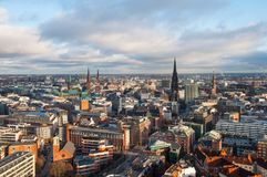 Visión aérea sobre la ciudad de Hamburgo en Alemania foto de archivo libre de regalías