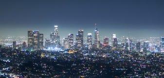 Visión aérea sobre la ciudad de Los Ángeles por noche - visión desde Griffith Observatory - LOS ÁNGELES - CALIFORNIA - 20 de abri Fotografía de archivo
