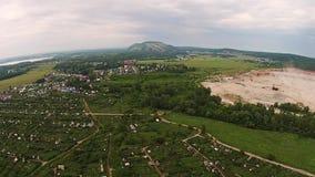 Visión aérea sobre la montaña de Shahtau almacen de metraje de vídeo