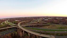 Visión aérea sobre las carreteras y paisaje metrajes