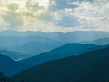 Visión aérea sobre las montañas cárpatas - Ucrania Foto de archivo libre de regalías