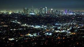 Visión aérea sobre Los Angeles por noche almacen de metraje de vídeo