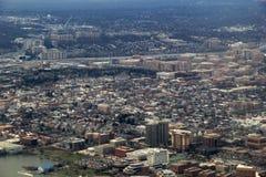 Visión aérea sobre paisaje urbano congestionado fotos de archivo libres de regalías