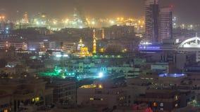 Visión aérea sobre Rashid portuario iluminado en la noche durante timelapse de la tempestad de arena en Dubai, United Arab Emir metrajes