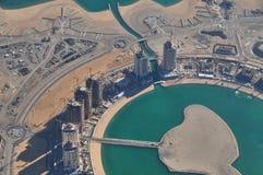 Visión aérea sobre un desarrollo urbano en Qatar Imágenes de archivo libres de regalías