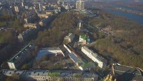 Visión aérea, superior desde el abejón: Kiev, Ucrania Pechersk Lavra Monastery almacen de metraje de vídeo